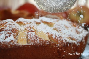Placek z jabłkami na proszku