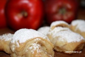 rogaliki z cynamonem i jabłkami