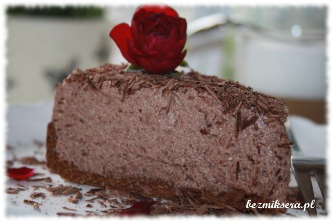 Sernik na zimno czekoladowy z różaną nutą
