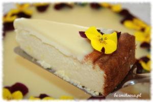 Sernik szafranowy z ganaszem z białej czekolady
