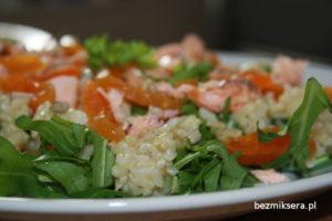 rukola z lososiem i ryżem