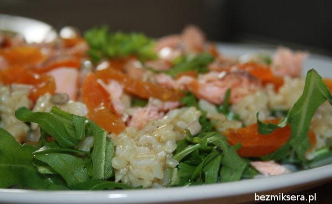 Przepis na rukolę z łososiem i ryżem