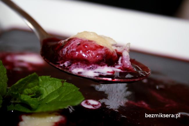 Zupa jagodowa z kefirowymi kluseczkami