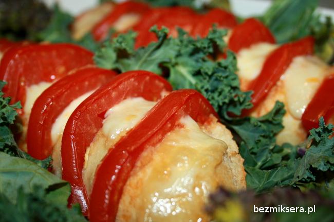 Bagietka z pomidorami i mozzarellą