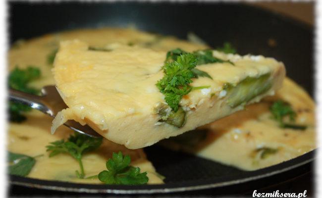Przepis na zapiekany omlet ze szparagami