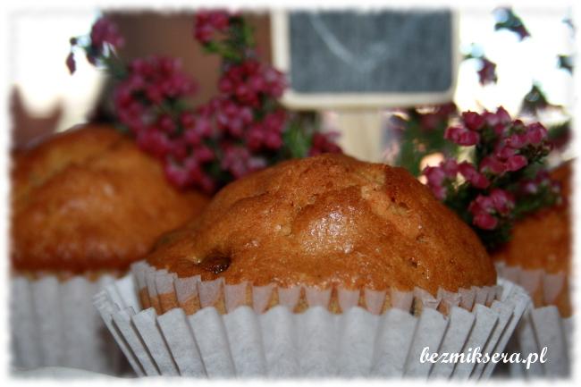 Muffiny orkiszowe z żurawiną i białą czekoladą
