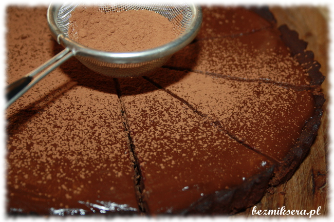 Przepis na tartę czekoladową z dżemem porzeczkowym