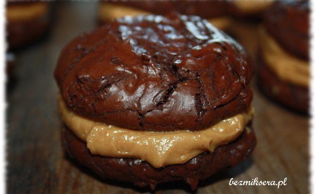 Przepis na ciasteczka brownie z kremem z masła orzechowego