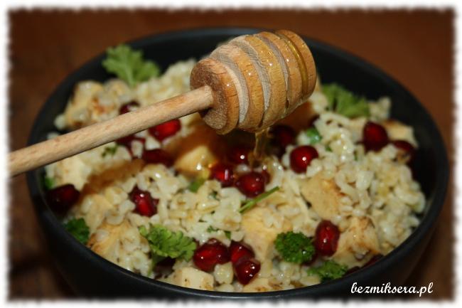 Przepis na kaszę bulgur z tofu, granatem i miodem