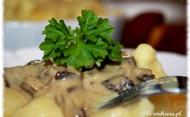Przepis na kopytka ziemniaczane z sosem grzybowym
