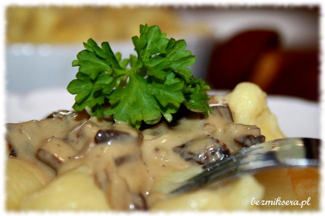 Kopytka ziemniaczane z sosem grzybowym